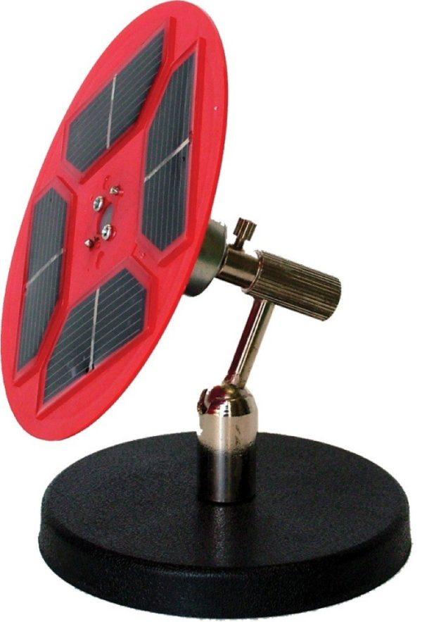 Panou solar cuplat cu motor electric, pe suport 1