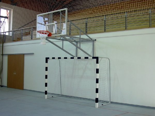 Poarta handbal lemn fixare pe teren 2