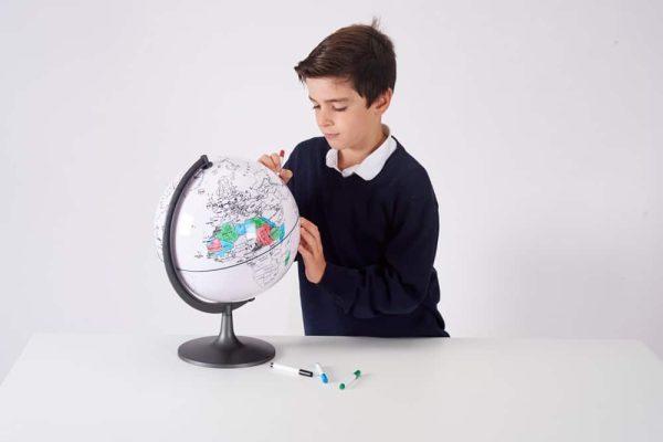 Glob cu harta in contur 3